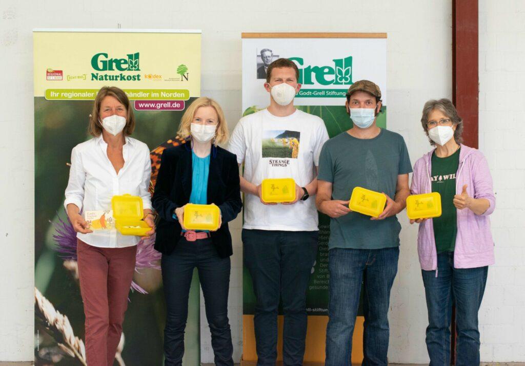 Dr. Anne Fleck mit dem Team von Grell Naturkost